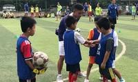 Netzwerk europäischer Profi-Fußballklubs bietet Online-Training in Vietnam an