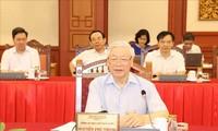 KPV-Generalsekretär, Staatspräsident Nguyen Phu Trong leitet das Treffen mit der Parteileitung der Hauptstadt Hanoi