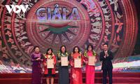 """Die Parlamentspräsidentin nimmt an Verleihung des Pressepreises """"75 Jahre der vietnamesischen Nationalversammlung"""" teil"""