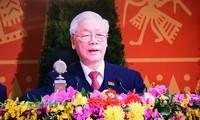 Generalsekretär der revolutionären Volkspartei Laos, Sisoulith, beglückwünscht KPV-Generalsekretär Nguyen Phu Trong