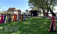 Gedenkstätte in Hue sind für Bürger, die Ao Dai tragen, kostenlos zugänglich