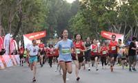 Mehr als 13.000 Menschen laufen für ein herausragendes Vietnam