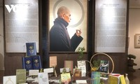 Ausstellung der Kalligraphiewerke und Bücher des Mönchs Thich Nhat Hanh