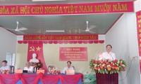 Leiter der zentralen Wirtschaftskommission Tran Tuan Anh trifft Wähler in der Provinz Khanh Hoa