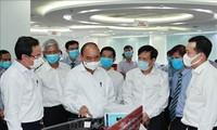 Staatspräsident Nguyen Xuan Phuc besucht einige große Medienanstalten in Ho-Chi-Minh-Stadt