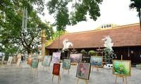 Der Gemeinschaft 108 Lotusbilder am Buddhas Geburtstag geschenkt