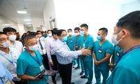 Premierminister Pham Minh Chinh besichtigt das Corona-Lazarett in Hanoi