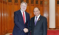 응우옌 쑤언 푹 총리, 유럽의회 국제무역위원회 접견