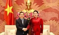 응우옌 티 낌 응언 국회의장, 주베트남 라오스대사 접견