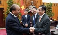 응우옌 쑤언 푹 총리, 신임 대사 및 해외공관장 접견