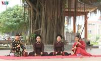 초봄 동몬(Đông Môn) 마을에 울려 퍼지는 전통 음악 까쭈(ca trù)
