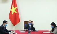 응우옌 쑤언 푹 총리, 리커창 중국 총리와 통화