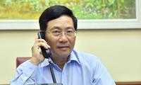 팜 빈 민 (Phạm Bình Minh) 부총리 겸 외무장관,  캐나다 외무장관과의 전화 회담