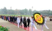 당, 국가, 조국전선, 국회 대표 호찌민 주석 묘소 방문