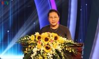 응우옌 티 낌 응언 국회의장, 제 6 회 전국대외정보상 참석