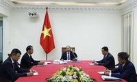 응우옌 쑤언 푹 국무총리, 우르줄라 폰 데어 라이엔 유럽위원장과 전화
