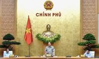 응우옌 쑤언 푹 총리, 코로나19 대책 논의 전국 온라인 회의 주재