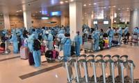 싱가포르 출발 귀국 베트남 국민 240여 명 띠엔장성서 격리