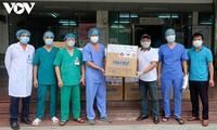 호찌민시 다수 단체 및 개인, VOV와 함께 코로나19 방역 병원에 방호구3,000개 기증