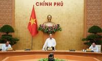 """응우옌 쑤언 푹 국무총리: """"2020년과 향후에도 난관 극복에 주도적이고  적극적으로 노력해야  한다!"""""""