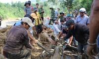 응우옌 쑤언 푹 국무총리, 꽝남성 산사태 긴급구조 요청