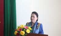 응우옌 티 낌 응언 국회의장, 벤쩨성서 설 선물 전달