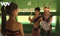 꺼뚜(Cơ Tu) 문화 보존에 앞장서는 마을 원로들