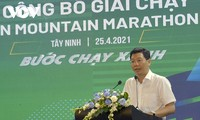 떠이닌성, 바덴산 탐방 마라톤 대회 첫 개최