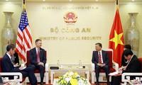 또럼 공안부 장관, 다니엘 크리튼 브링크 주 베트남 미국 대사 접견