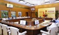 응우옌 칵 딘 국회부의장, 법문정보선전소위원회 회의 주재