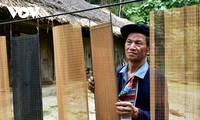 자오도(Dao đỏ)족의 저이반(giấy bản) 전통 제지용 발짜기 공예
