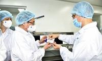 팜 민 찐 총리, 국내 백신 생산 속도 촉진 요청