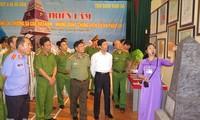 """ពិព័រណ៍ """"Hoang Sa, Truong Sa Vietnam - បណ្ដាភ័ស្តុតាងប្រវត្តិសាស្ត្រនិងគតិយុត្តិ"""" នៅខេត្ត Ha Nam"""