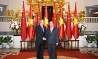 នាយករដ្ឋមន្រ្តីវៀតណាមលោក Nguyen Xuan Phuc ទទួលជួបសវនាការជា មួយថ្នាក់ដឹកនាំចិន ជប៉ុន កូរ៉េខាងត្បូង ដែលអញ្ជើញមកចូលរួមវេទិកា WEF ASEAN ២០១៨