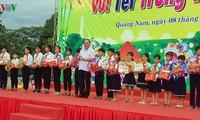 នាយករដ្ឋមន្រ្តី លោក  Nguyen Xuan Phuc រីករាយនឹងបុណ្យតេត Trung thu ជាមួយប្អូនៗកុមារនៅខេត្ត Quang Nam