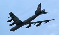 យន្តហោះ B-52 របស់អាមេរិកដំណើរការហោះហើនៅតំបន់សមុទ្រ Hoa Tung