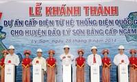 នាយករដ្ឋមន្ត្រីវៀតណាមបានចូលរួមពិធីបើកសម្ភោធន៍គំរោងផ្គត់ផ្គង់អគ្គិសនីជាតិទៅកោះ Ly Son (Quang Ngai)