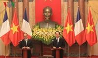 ប្រធានរដ្ឋលោក Tran Dai Quang និងប្រធានាធិបតិបារាំង Francois Hollande ធ្វើជាអធិបតីសន្និសីទកាសែត
