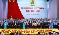 Resolusi Politbiro tentang Pembaruan Organisasi dan Kegiatan Serikat Buruh Vietnam dalam Situasi Baru.