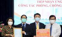 Konsulat dan  Badan Usaha Asing di Kota Ho Chi Minh Memberi Sumbangan bagi Pencegahan dan Penanggulangan Pandemi