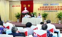 越南国会主席阮氏金银接触芹苴市宁桥郡选民