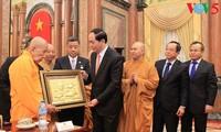 陈大光会见旅泰越侨和在泰越南佛教界代表团