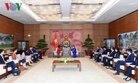 阮氏金银会见世界银行亚太地区副行长维多利亚•克瓦