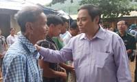 越共中央组织部部长范明正看望受灾群众