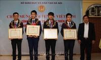 河内表彰2018年第12届国际天文与天体物理奥林匹克竞赛的获奖学生