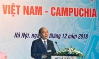 越柬领导人出席两国企业论坛