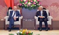 越南国会副主席汪朱刘会见比利时-越南友好议员小组代表团