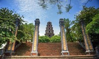 顺化市香江岸边神圣的天姥寺