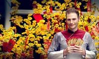外国人喜迎越南传统春节