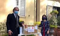 越南驻意大利大使馆与所在国携手抗击流行病